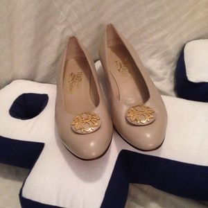 Salvatore Ferragamo tan shoes gold Decor sz 10 B